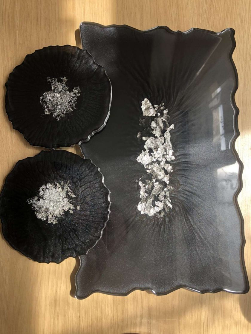 Black and gold flakes resin tray 4