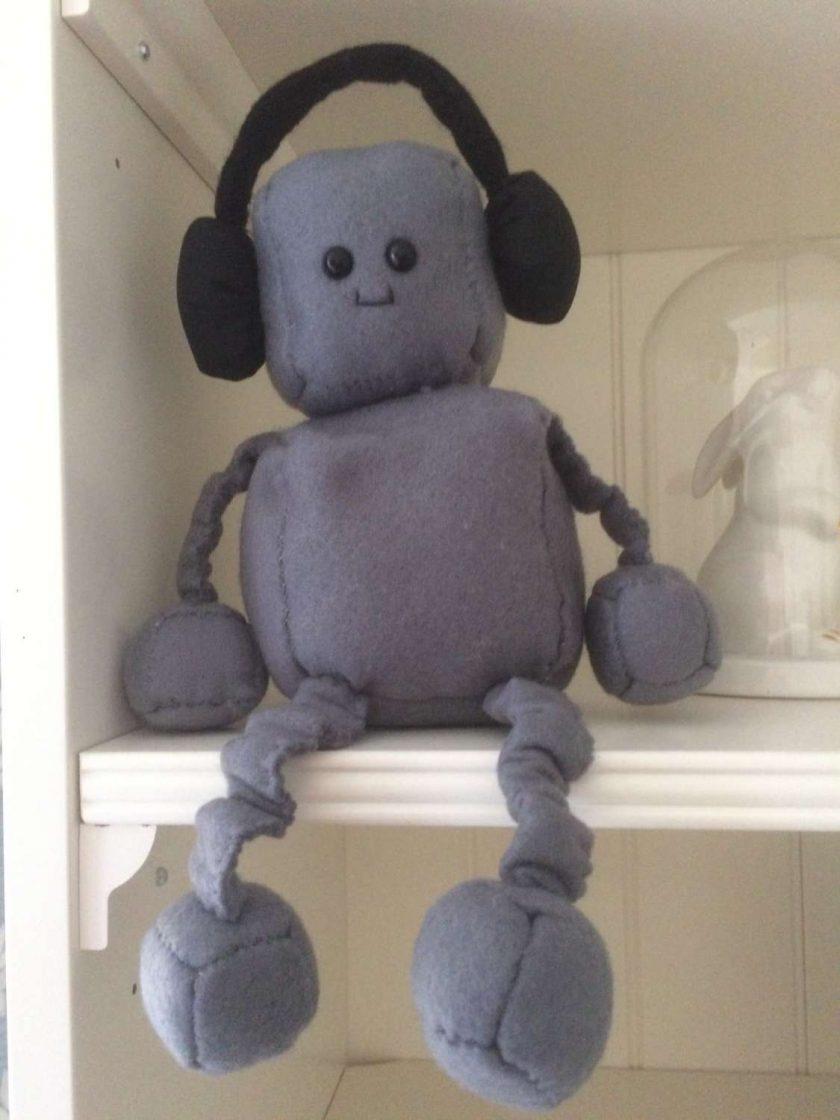 DJ felt robot 1