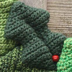 Holly Wreath - crochet kit 14