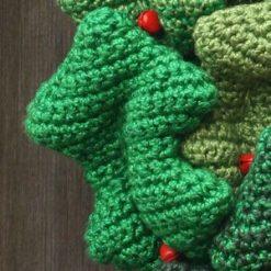 Holly Wreath - crochet kit 16