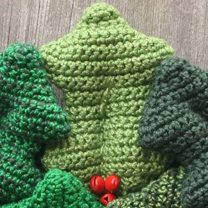 Holly Wreath - crochet kit 8