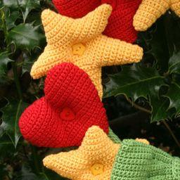 Hearts & Stars Wreath - crochet kit 4
