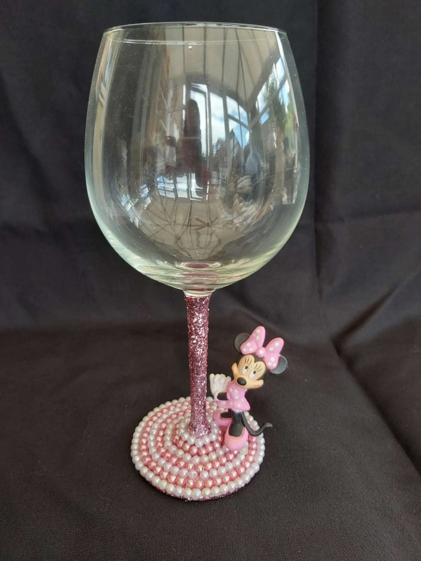 Minnie Mouse wine glass 1