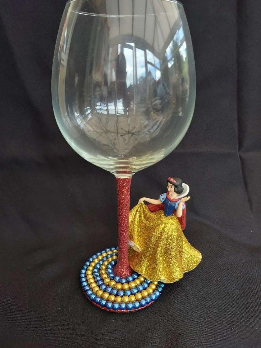 Snow white, wine glass 1
