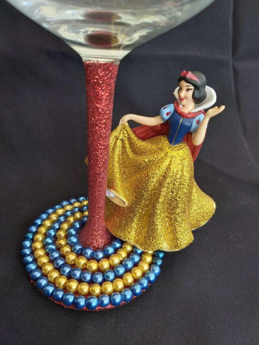 Snow white, wine glass 2
