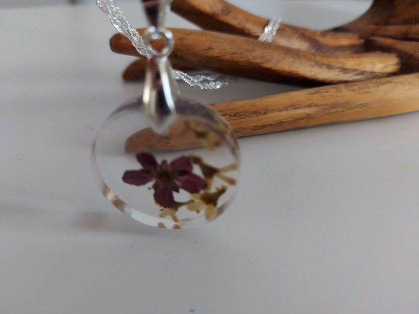 Handcrafted Floral resin pendent/ necklace (Copy) (Copy) 3