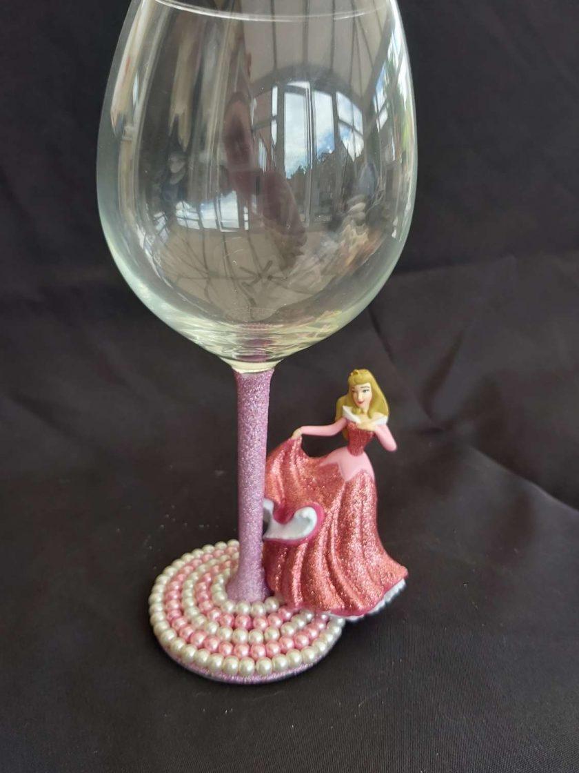Aurora 'sleeping beauty' wine glass 1