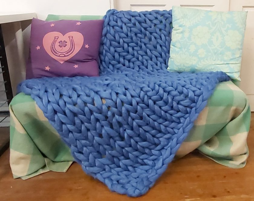 Comfy Lap blanket / Bed runner / jumbo yarn / arm knitted 1
