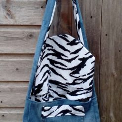Queen Fully Lined Handbag Zebra Fabric & Button Crown FREE UK POSTAGE 12