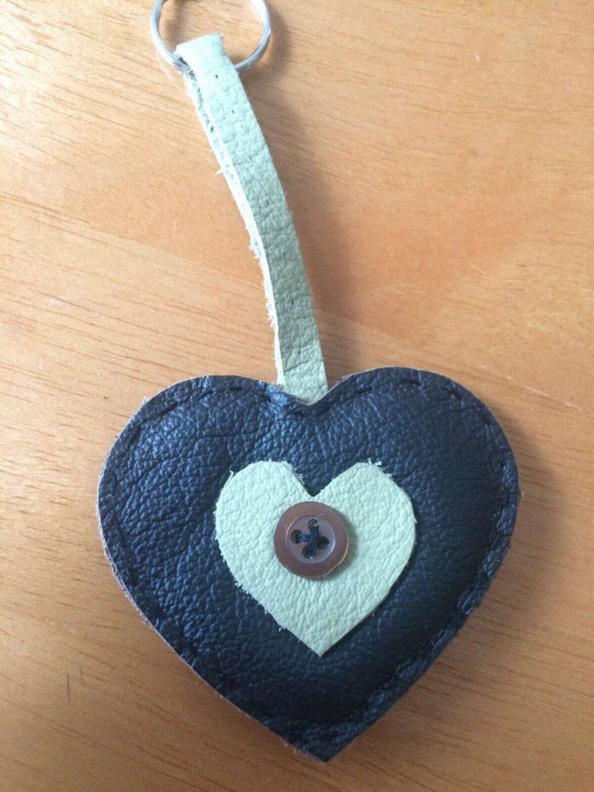 REAL LEATHER Heart Keyring / bagcharm Keychain GIFT IDEA FREE UK POSTAGE 1