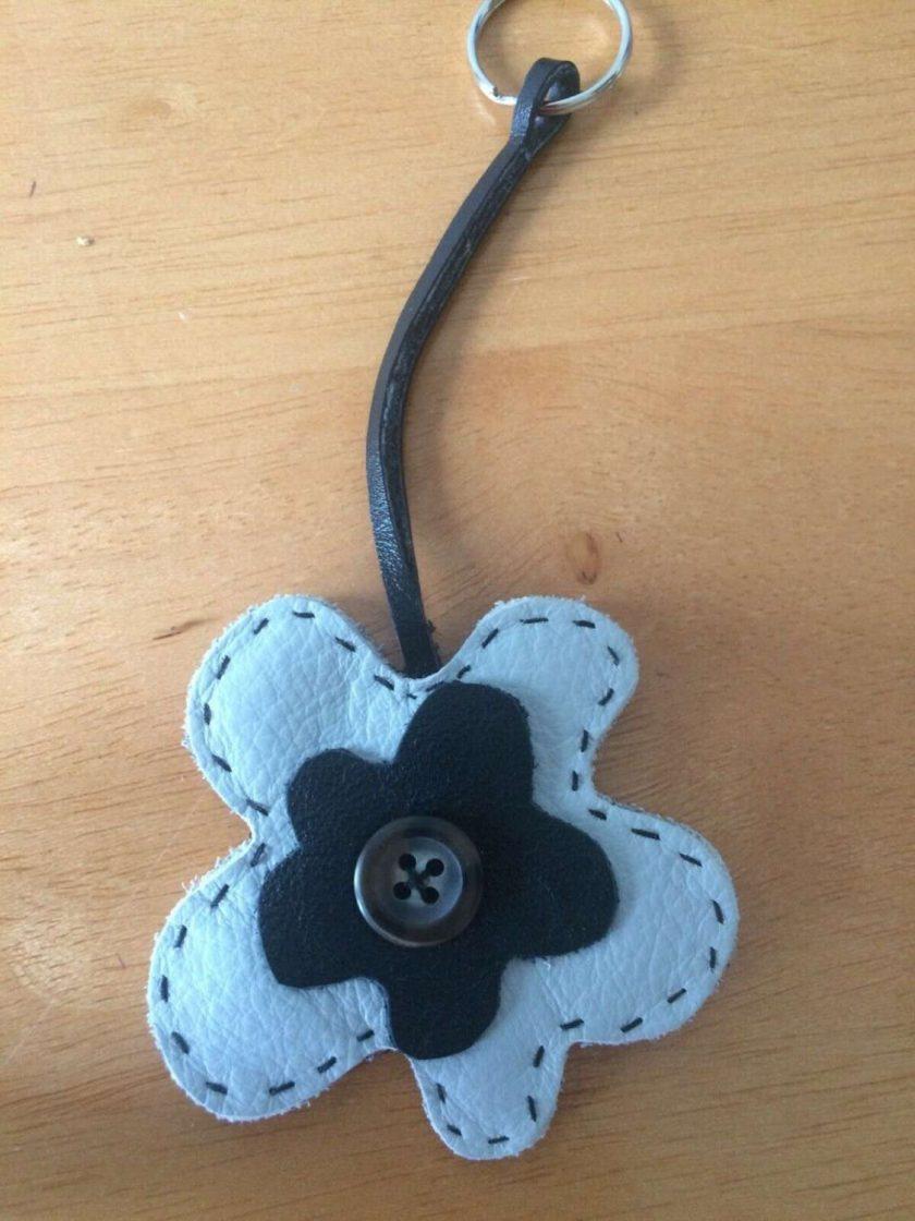 REAL LEATHER Flower Keyring / bagcharm Keychain GIFT IDEA FREE UK POSTAGE 1