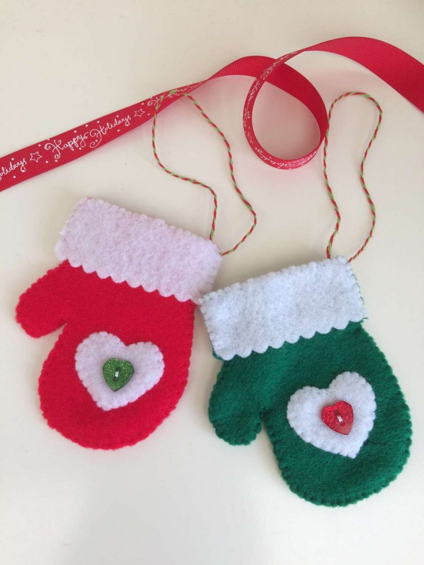 Christmas mitten decoration 1