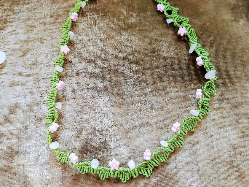 Floral macrame necklace 1
