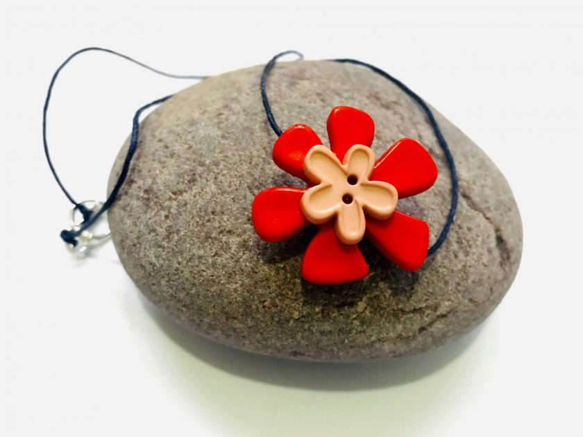 Button Flower Pendant Short Necklace 1