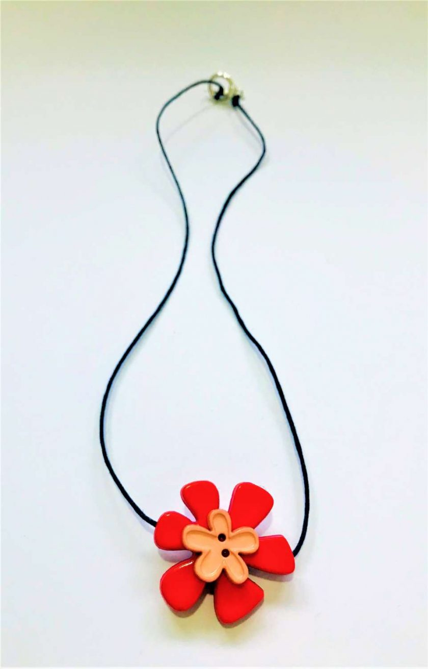 Button Flower Pendant Short Necklace 3