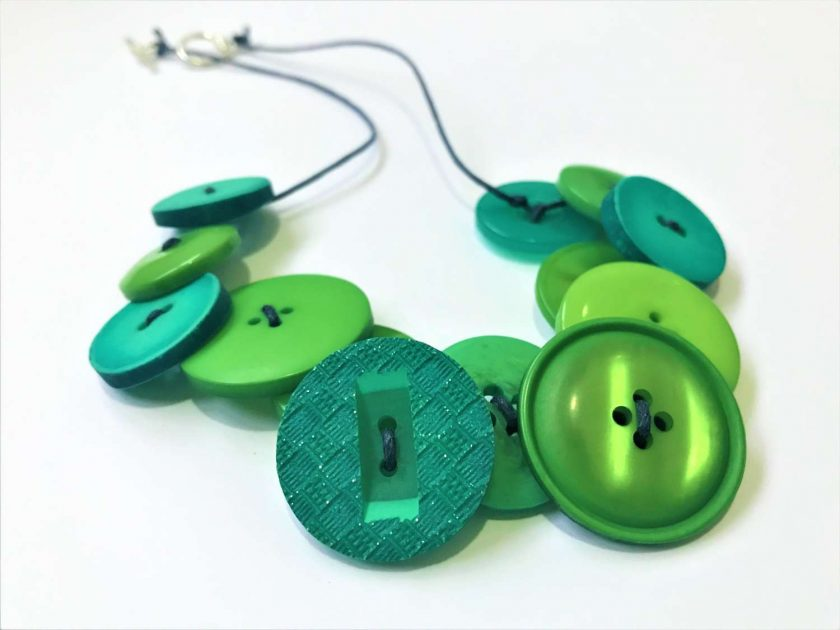 Green button necklace (short) 1