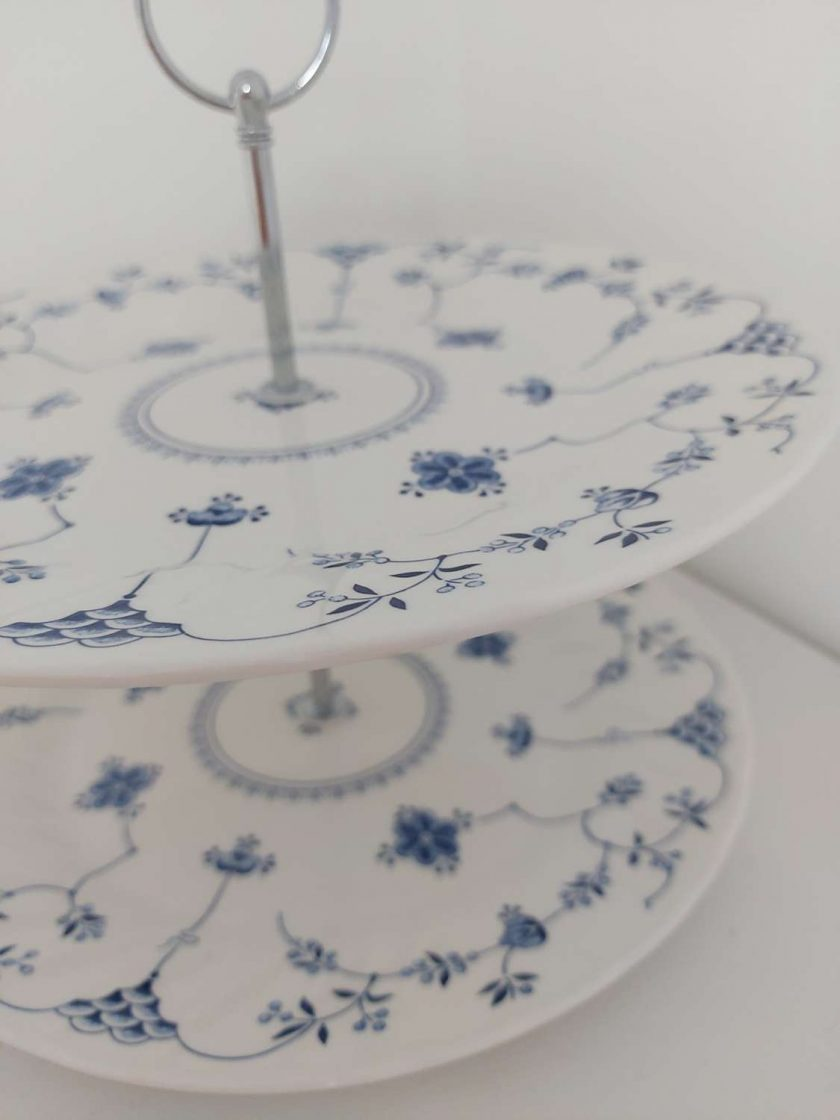 Blue and white cake stand 1