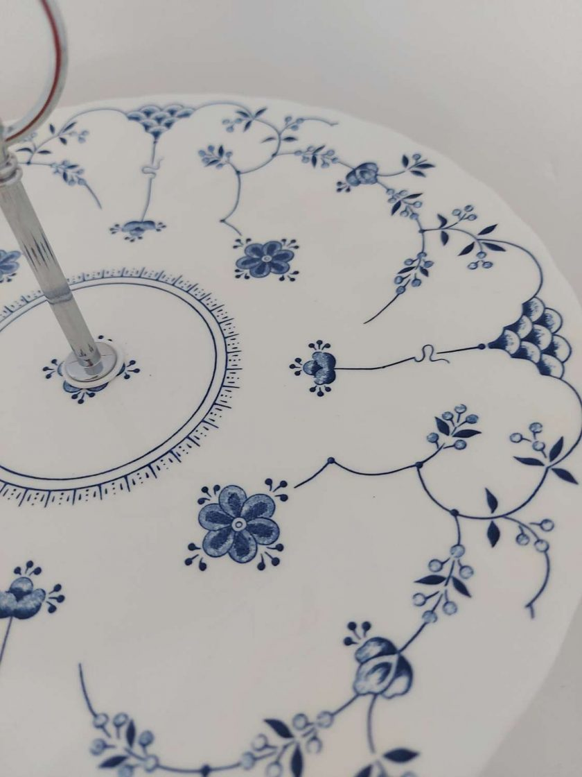 Blue and white cake stand 4
