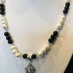 Black and white pearl necklace with pendant