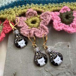 Lightbulb cat knitting or crochet stitch markers 1