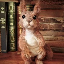 Needle Felt Cleaning Mouse, Needle Felt Animal, Mouse Ornament, Miniature, Needle Felting, Animal Art, Mouse Sculpture, Fibre Art