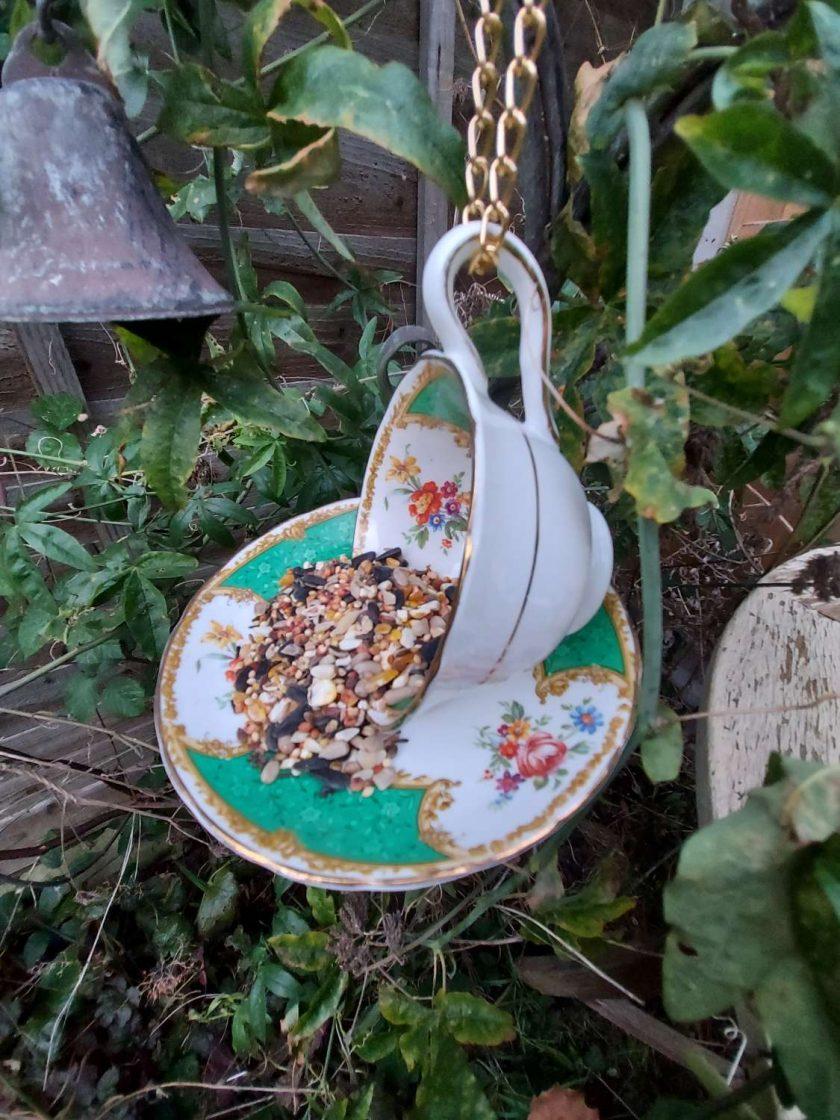 """Vintage teacup bird feeder """"Hattie"""""""