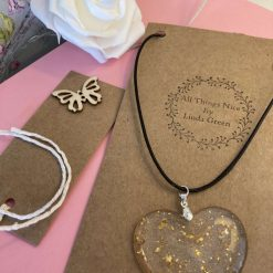 Beautiful heart resin necklace