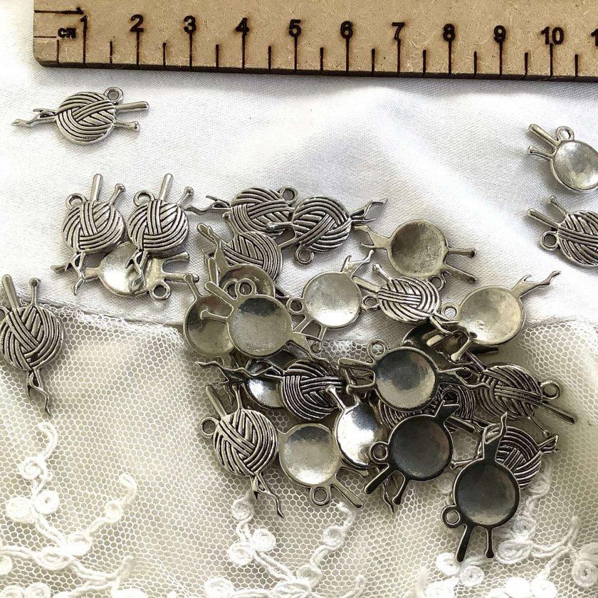 10 x yarn ball Tibetan silver charms 2cm
