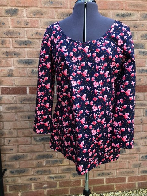 Beautiful Ladies Navy Tunic Top with pretty floral print size 12
