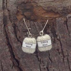Earrings balls of wool in beige (2) hand made