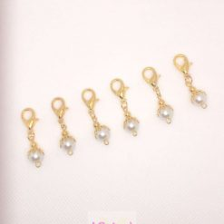 Yellow gold tone and Pearl stitch markers