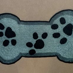 Hand knitted pet mat