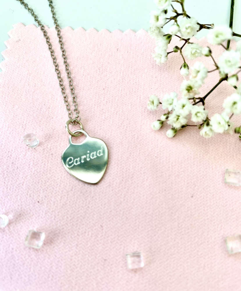 Sterling silver heart pendant with cariad engraving