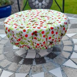 Bowl cover. Eco friendly, reusable, reversible. Bees and vintage roses. For parties and picnics and every day