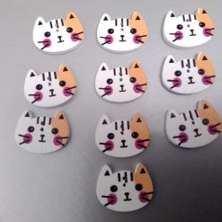 10 white wooden cat buttons 2cm