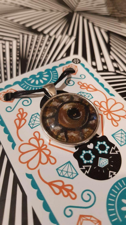 Handpainted pendant dome -Art Acrylic- one of a kind-Necklace-Charm-Keyring-Animal eyes- tree frog eye