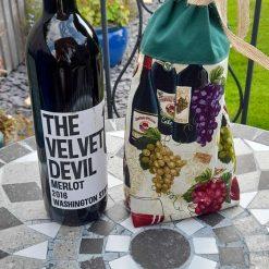 Wine bottle gift bag.  Cotton fabric.  Natural jute ribbon tie