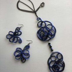 Pretty blue twisted wire necklace set. Free p and p.
