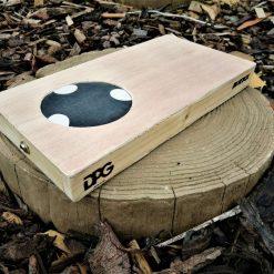 Beatbox – Electro-acoustic, portable drum box/cajon – Natural/black/white spots